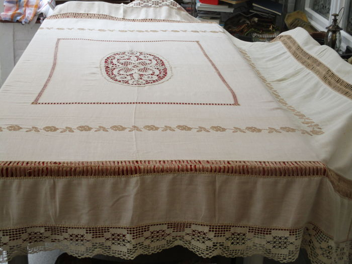 Retro tablecloth with cross stitches, bobbin lace and embroidery.