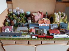 Faller/Pola/Kibri/Siku/Wiking - 64-piece package with buildings, platform, vehicles and other decor items