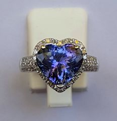 14 kt White Gold Ring with Diamonds & a Deep Violet Blue Tanzanite of 4.83 ct – *No Reserve*