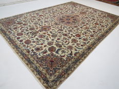 Wonderfully beautiful Persian carpet Kashan/Iran 315 × 220 cm, end of the 20th century, Top quality ***Professional Cleaning*** excellent condition oriental carpet royal runner
