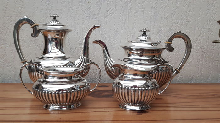 Four piece silver coffee- and tea set, Dirk Aubert, The Hague/Voorburg, 2nd half of the 20th century