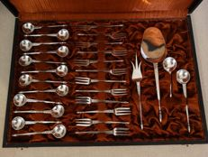 28-pieced silver serving set, 12 cake fork, 12 teaspoons, cake, sugar, and tea scoop and cake prongs, in case, Old Dutch, 1949