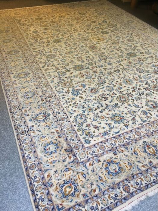 Beautiful hand-knotted original Persian ROYAL KASCHAN in exclusive plant colours! Ca.277 x 396 - in top condition - free shipping to Europe!