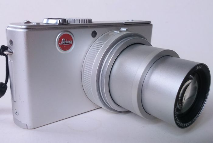 Leica D-Lux 2 - Battery - Charger - Manual - Wrist strap - Leather case - Lens cap