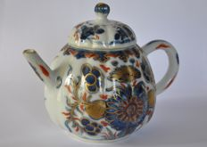 Porcelain Imari teapot – China – 18th century (Kangxi period)