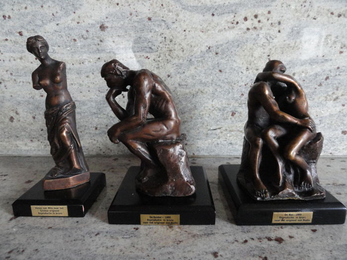 3 bronze reproductions of world famous masterpieces on matching pedestals, Venus of Milo, the Kiss, the Thinker