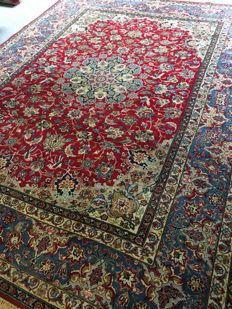 Beautiful hand-knotted, original Persian ISFAHAN with vegetable dyes! Approx. 255 x 355 - in very good condition - Free shipping to Europe!