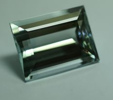 Topaz, light-greenish blue, 69.92ct