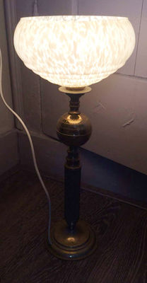 An Art Deco style table lamp on a brass base and with a glass lamp shade, first half 20th century