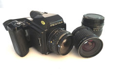 Pentax 645 equipment composed of a body and three objectives (45, 75 and 135 mm)