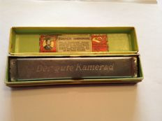 Rare Hohner harmonica: THE good COMRADE, from the period of the world wars, as well as a song book from World War I