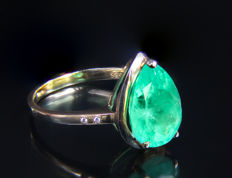3.5 ct emerald 14 kt gold ring with diamonds 0.028 ct. Ring size: 18.7 mm.(US 8.5) ***No reserve***