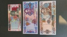 World - 13 currency notes Dominican Republic - 22 currency notes of Sierra Leone