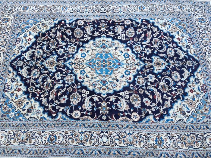 Royal NAIN Oriental carpet with certificate of authenticity approx 277 x 200 cm – 21st century