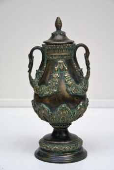 Beautifully decorated bronze vase with lid, 20th/21st century