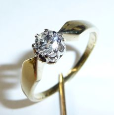 Diamond solitaire ring with approx. 0.30 large diamond with brilliant fire **No Reserve Price**