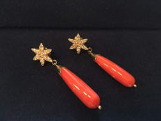 Gorgeous 18 kt gold star and drop coral earrings