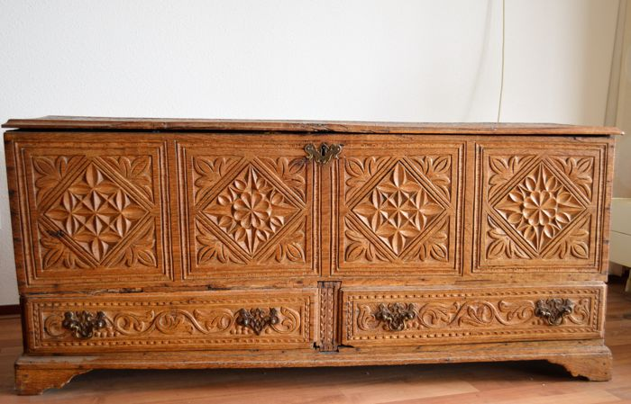 Oak blanket chest - Southern Europe? -18th century