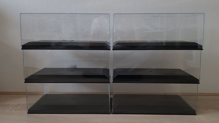 Exclusive Cars - Scale 1/18 - 6 x Plastic display cases for scale models