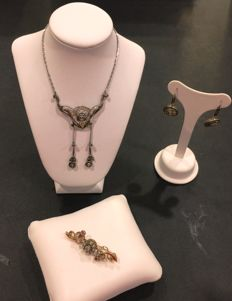 Necklace, Earrings and Brooch from the early 20th century – Low-grade Gold and Silver – Diamonds