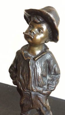 Fülborn - a bronze statue of a street boy with cigarette - presumably Germany/Austria - circa 1900
