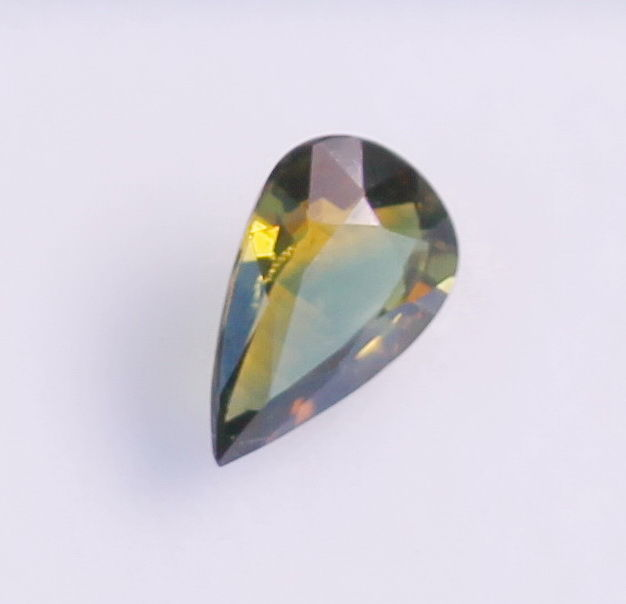 Sapphire - yellowish green - 1,39 ct - no reserve price