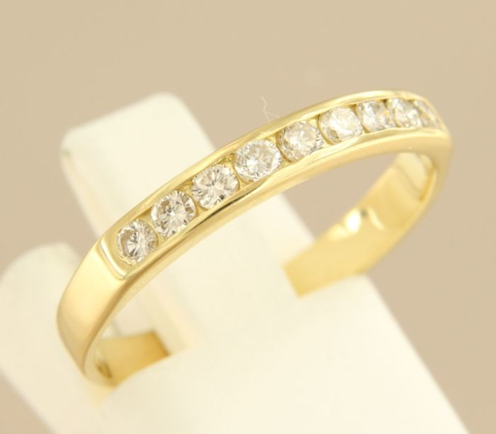18 kt yellow gold ring with diamonds in a row, ring size 18.25 (58)