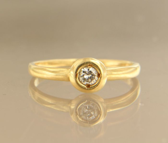 18 kt yellow gold ring set with 0.15 ct brilliant cut diamond, ring size 16.5 (52)