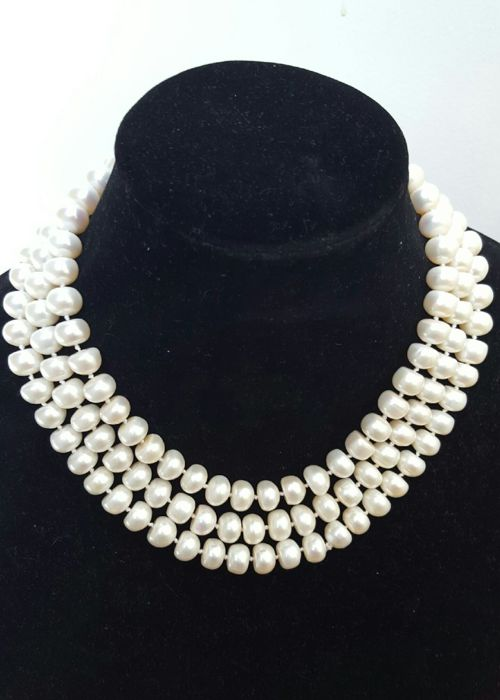 Long necklace with white freshwater cultured pearls – Length: 142 cm – Pearl size: 11 x 6 mm