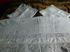 2 Lace bed sheet sets and pillow cases