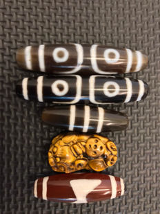 4 Agate  prayer beads and 1 Tigers eye Pixiu -Asia - late 20th  Century