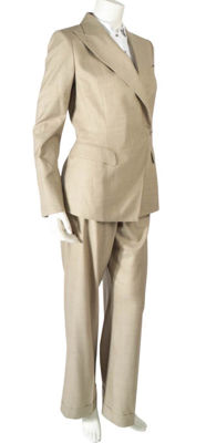 Hermès – Three-piece silk suit (blazer/trousers/shorts)