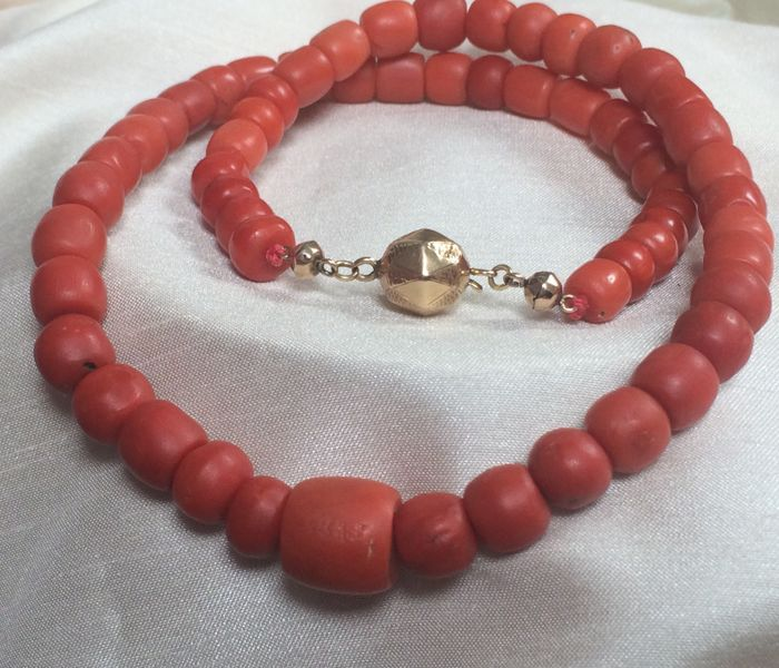 Remarkably beautiful. Necklace Deep Red Genuine 100% Natural Mediterranean Sea Thick, 59 grams, Red Corals, Wonderful Quality.  Antique Gold Clasp