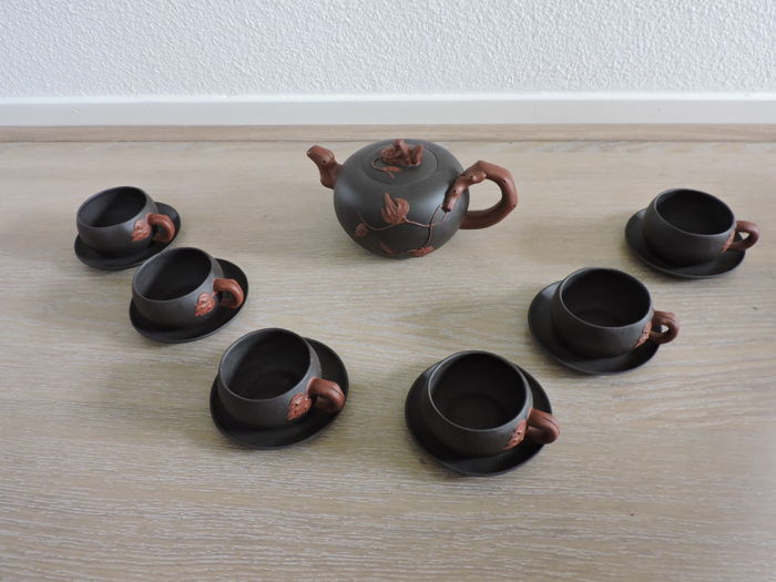 Brown terracotta crockery - China - late 20th century