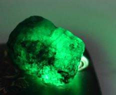 Top Quality Zambia Emerald rough Gem Certifieded - 37 x 21 x 20 mm - 148 ct