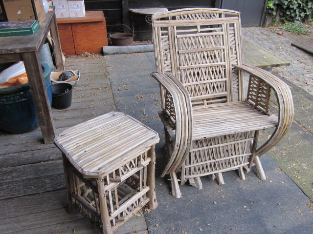 Large chair with side table of split bamboo/palmwood - Thailand - 21st century