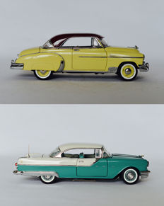 Franklin Mint - Scale 1/24 - 1950 Chevrolet Styleline DeLuxe Bel Air Hardtop Coupe & 1955 Pontiac Star Chief Custom Catalina