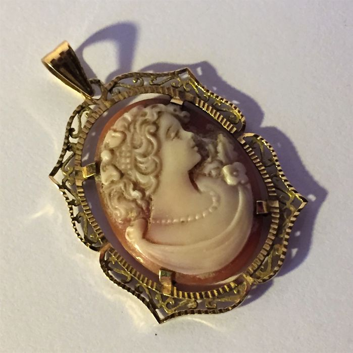 Antique pendant made of 18 kt/750 gold – Beautiful profile on genuine cameo.