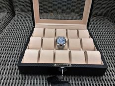 Deluxe carbon-look leather watch box with a lock, for 15 watches