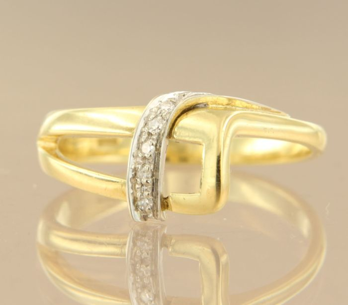 18 kt bi-colour gold ring set with 5 single cut diamonds, approx. 0.02 carat in total, ring size 17.25 (54). No reserve price.