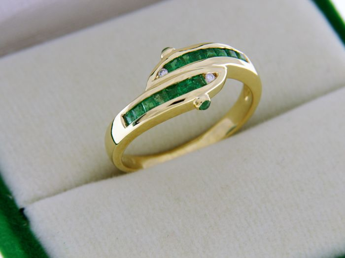 Ring in 18 kt Gold, Emeralds and Diamonds