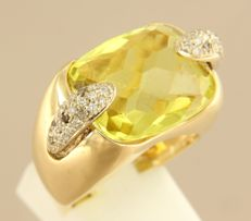 18 kt yellow gold ring set with a central, large, emerald facet cut citrine and 30 brilliant cut diamonds, 0.30 ct, ring size 17.5 (55)