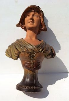 Young lady - Art Nouveau plaster sculpture