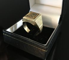 Men's signet ring / monogrammed ring in 18 kt gold - 19 mm