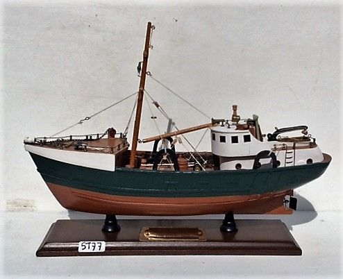 Wooden model of a boat: Chalutier de Marignan