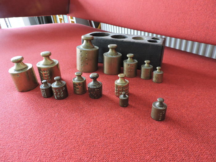 Fourteen calibrated brass weights, including five in wooden box