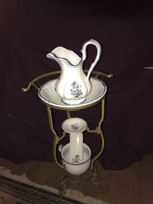 Delft Blue ewer set with copper stand