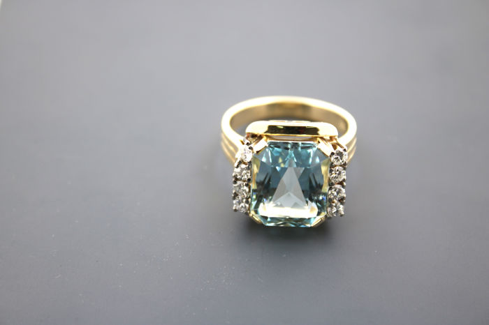 Flawless aquamarine ladies' ring 585 gold ring with 8 brilliants 0.64 ct VVSI TW - ring size 63