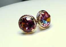 14 kt earrings with 2 ct of gold mystic topaz, diameter: approx. 0.7 cm.