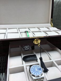 Premium watch storage box finished with piano lacquer, for 20 watches